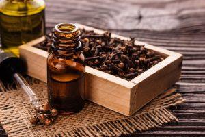Aceites naturales sobre la mesa