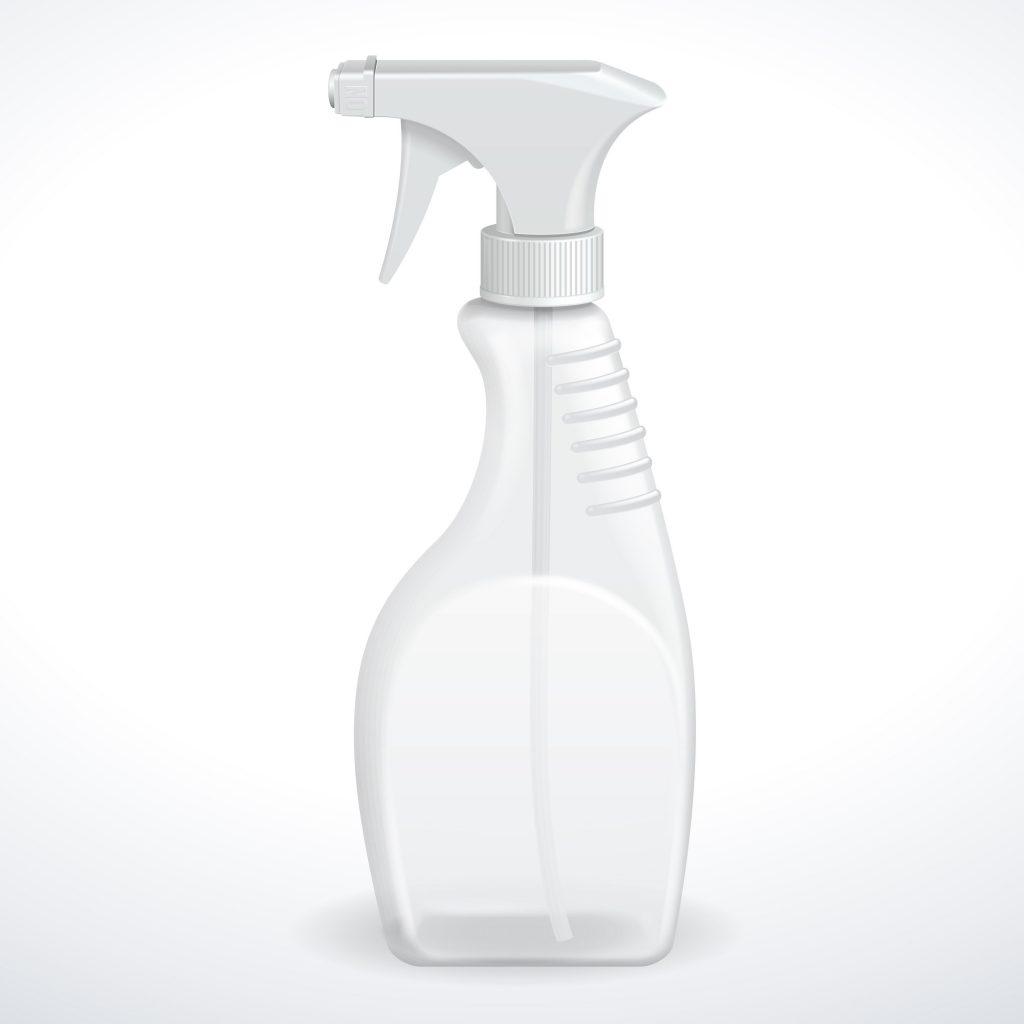 Botella espumosa transparente sobre fondo blanco