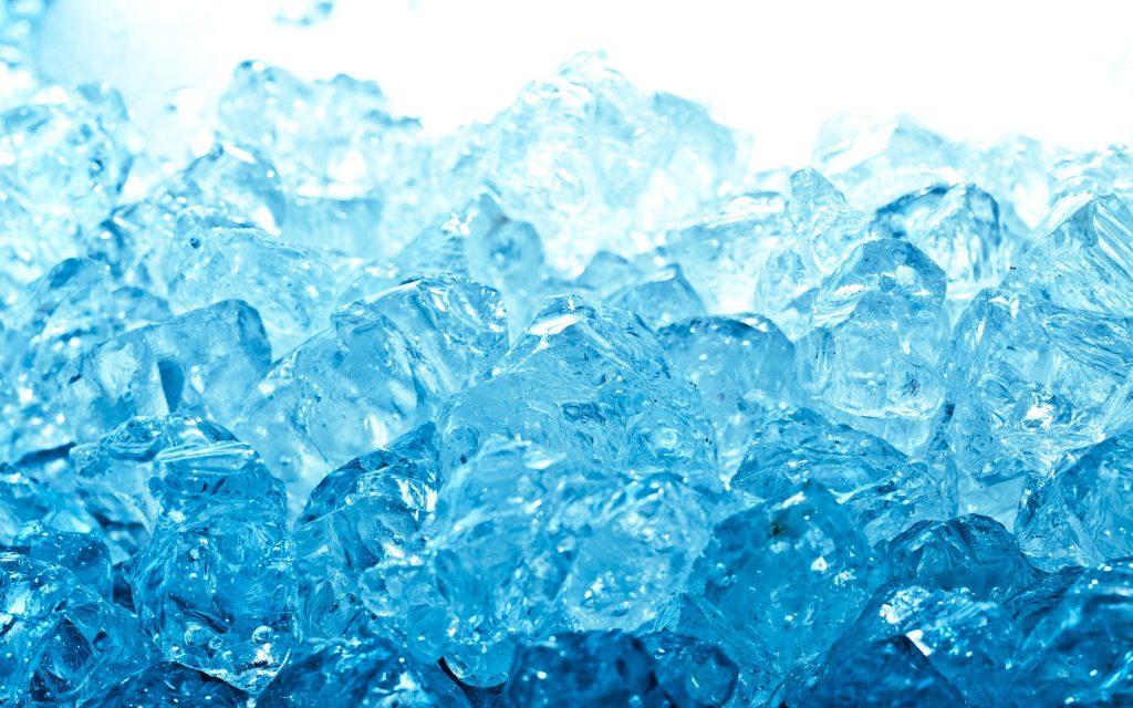 Un montón de cubitos de hielo