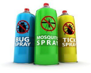 Tres botellas de insecticida diferentes