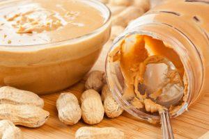 Cacahuetes y mantequilla de cacahuete