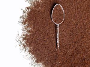 Polvo de café con cuchara