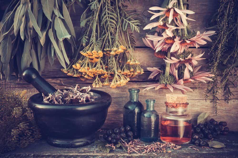 Aceites esenciales naturales sobre la mesa