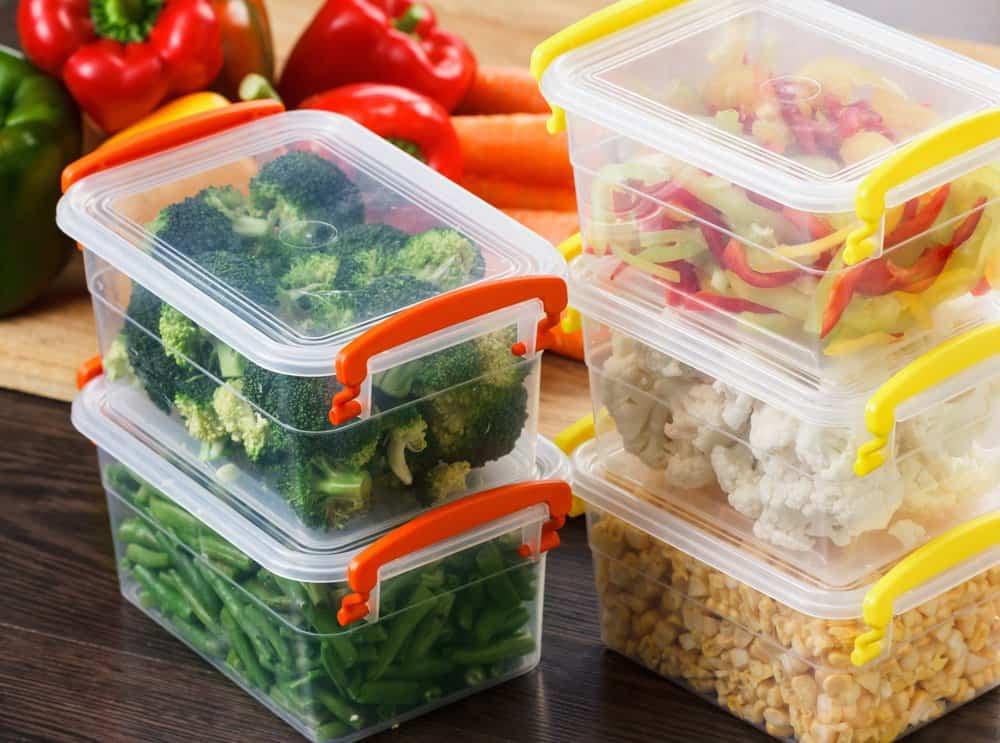Alimentos en los contenedores