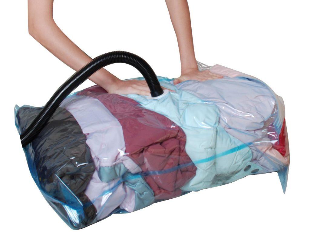 Aspirar la ropa contra los bichos de la cama